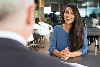 人事評価のフィードバック面談はどのように行う?ポイント、注意点を解説